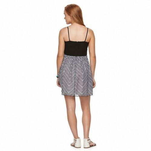 Vestido Trixxi escote sexy estampado zigzag